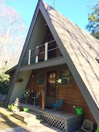 """Sunburst"" Creekside Cabin - Minutes from Downtown Boone!"