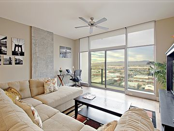 Savvy Sophisticated Urban Delight in Downtown Phoenix !