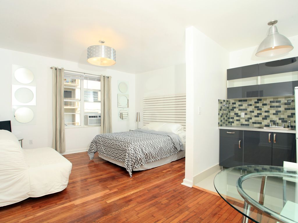 Downtown miami studio close to south homeaway edgewater for 417 salon downtown