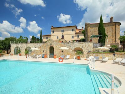 Photo for Beautiful  villa for 2 people with pool, WIFI, TV and parking, close to San Gimignano