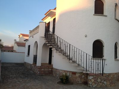 Photo for EMPURIABRAVA HOUSE A / C AND BARBECUE: 8 PEOPLE