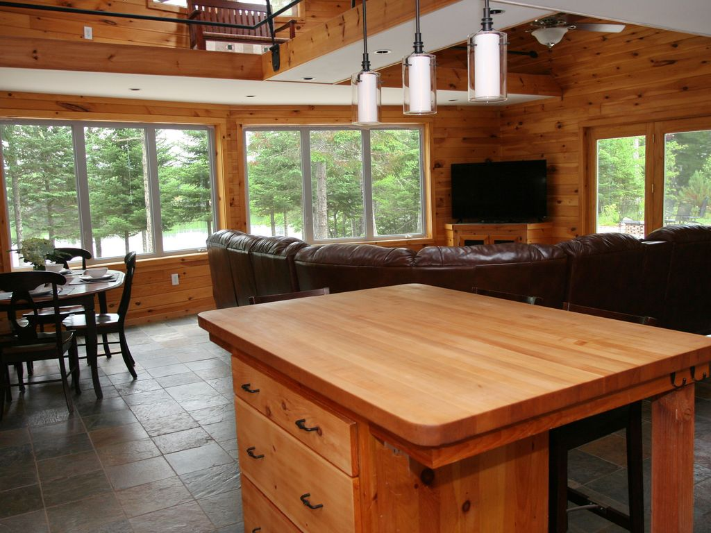 Lakefront retreat private dock kayaks hot tub fire pit for Cabin rentals in maine with hot tub