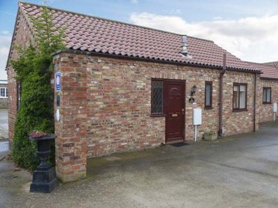 Photo for THE COURTYARD, pet friendly, with a garden in Pocklington, Ref 30529