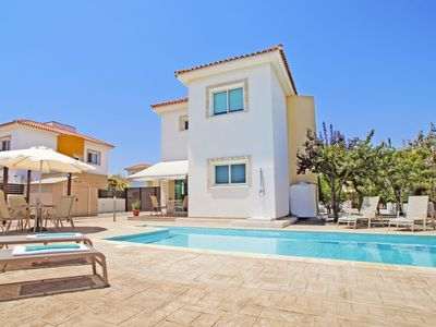 Photo for Modern Villa with Private Pool, A/C located in the quiet complex of Ayia Thekla!