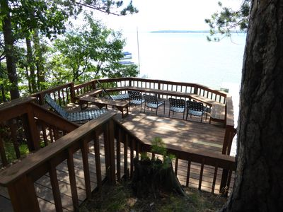 View over the private deck and the lake, a few steps in front of the cottage.