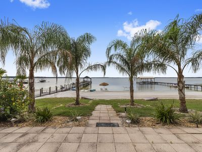 Cozy Lake Front Cottage on Lake Weir with Huge white beach!