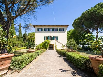 Photo for 10 bedroom Villa, sleeps 20 in Montecatini with Pool and WiFi