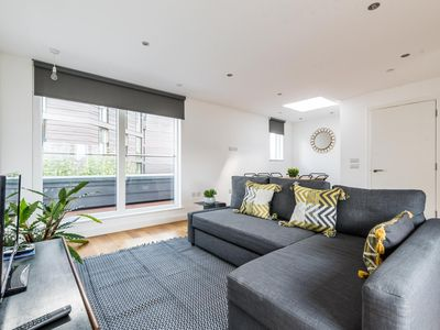 Photo for Stylish 3 Bedroom Flat with balcony Shoreditch