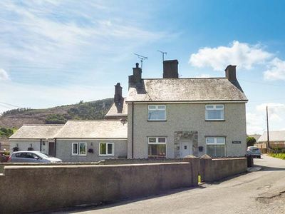 Photo for RHUG VILLA, family friendly, with open fire in Nefyn, Ref 927106
