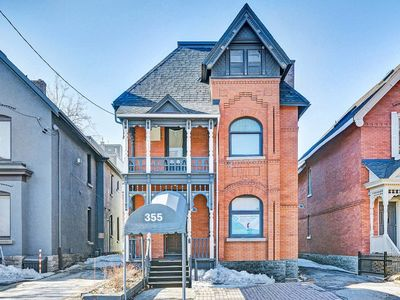 Photo for 2 Bedroom Central Heritage Home with Parking, Unit 6