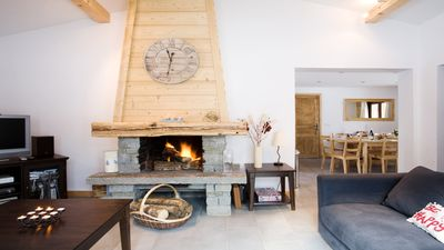 The living room with log fireplace in Chalet Dahu