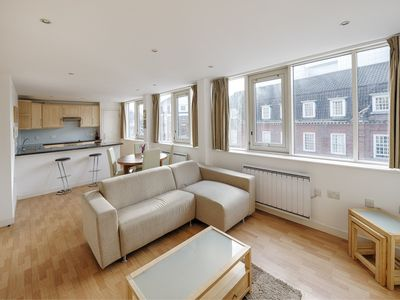 Photo for Modern, Spacious, Airconditioned Lift 2 beds 2 Baths Nr Victoria Station SW1