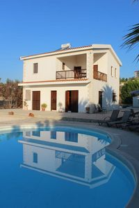 Photo for Lovely relaxing 3 bedroom villa - own pool -quiet location - Panoramic sea view