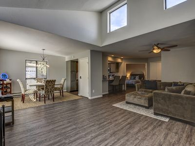 NEW! Remodeled 2 bd / 2 bath condo only 10 minute walk to the Courthouse Square!