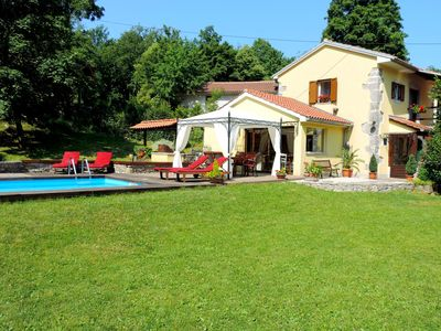 Photo for Romantic oasis of peace and greenness with pool and whirlpool, 6km from Opatija