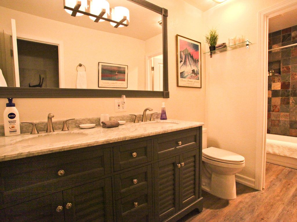 Awesome deal on beautiful remodeled 2 bedroom great for 18 8 salon locations