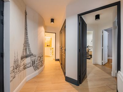 Photo for 4 bedrooms, 8 'Palais des congrès & Arc de Triomphe