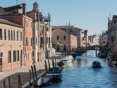 Photo for Bright apartment with canal view on ground floor