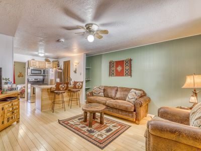 Photo for Pleasant condo with free WiFi, full kitchen, resort access, and gas fireplace!
