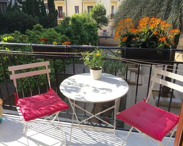 Photo for Cozy apartment with garden view, in the center of Palermo