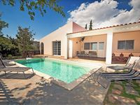 Great house situated in a small olive grove. Ideal for families.