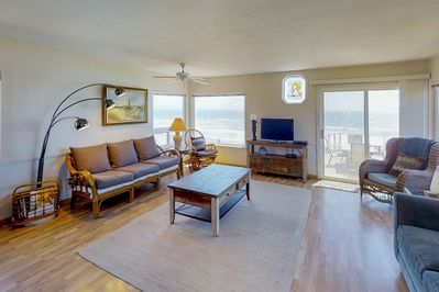 Dog-friendly, oceanfront home with fireplace, furnished deck, & incredible  view - Cayucos