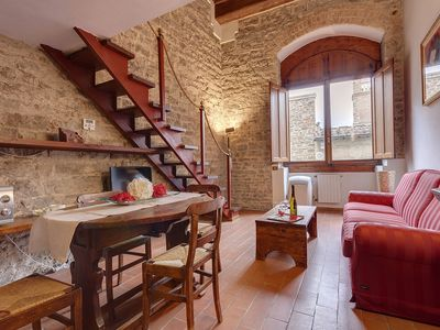 Photo for Spacious Ponte Vecchio Suite apartment in Oltrarno with WiFi, air conditioning & lift.