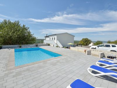Photo for Lovely apartment for 6 guests with WIFI, private pool, A/C, TV and parking