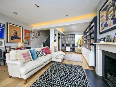 Photo for Super-swish London home for up to 7 people!