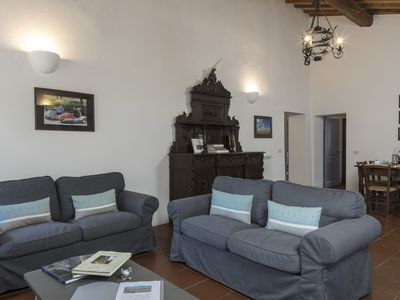 Photo for Countryside apartment with pool in the heart of Tuscany, 15 minutes from Siena