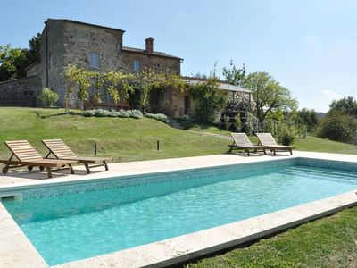 Photo for Stunning Tuscany 5 bedroom villa with pool, WIFI, BBQ