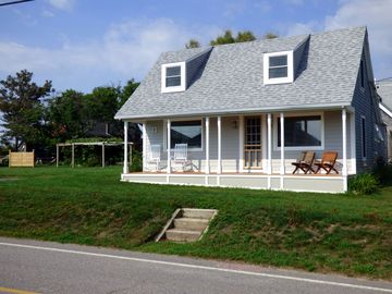 Beach Cottage With Spacious Yard