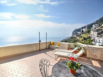 Photo for Casa Alata: A charming apartment which faces the sun and the sea, with Free WI-FI.