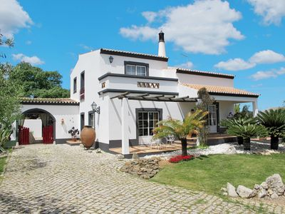 Photo for This 3-bedroom villa for up to 6 guests is located in Sao Bras De Alportel and has a private swimmin