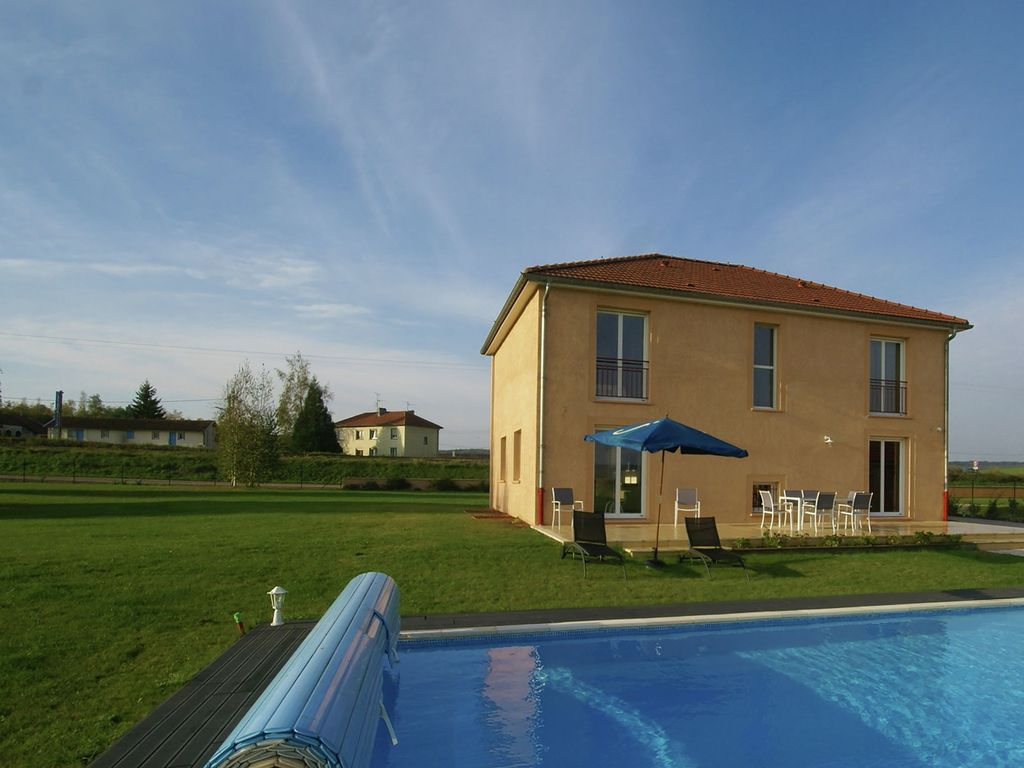 Modern holiday home with swimming pool HomeAway Verdun