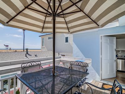 "Photo for ""Baby Blue"" 2 bed 1 bath chill and cozy oceanfront cottage!"
