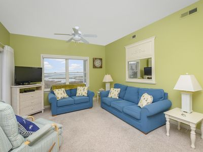 Bay front and Beautiful! 2 Bedroom Condo in the Ritz with Amazing Views!