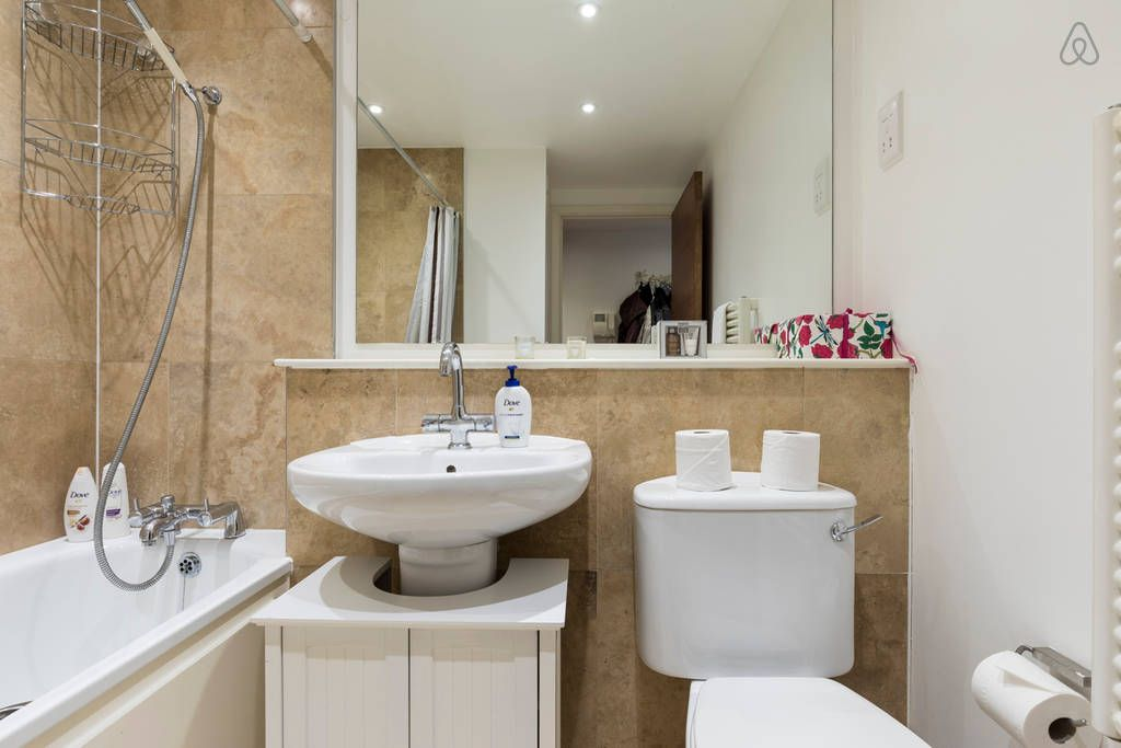 2 bed 2 bath in the heart of trendy east london london for Bathroom builders east london