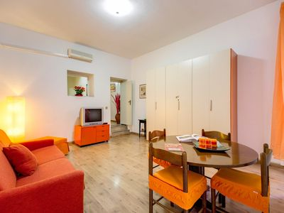 Photo for Del Pellegrino apartment in Centro Storico with WiFi & integrated air conditioning (hot / cold).