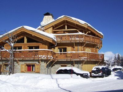 Photo for Comfortable 14-person-chalet with fireplace in Les 2 Alpes