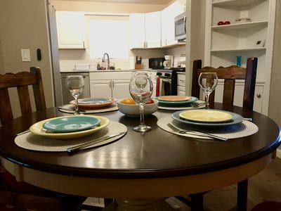 Dining for 4 with a COMPLETE KITCHEN !