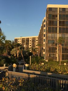 Photo for Popular Siesta Key Beach -2 Bedroom Condo