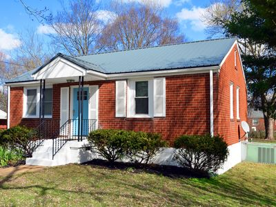 Photo for 2 bed, 1 bath home, only 10 minutes from most downtown Nashville attractions!