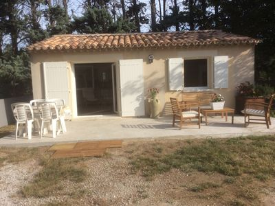 Photo for Charming little house in the countryside between Durance and Luberon