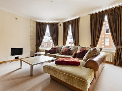 Photo for Bright 2-Bed apartment in Chelsea, near Thames