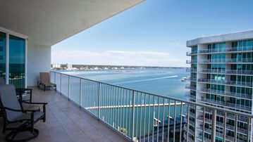 Luxury 2 Bd/2 Bath..Amazing views/June Sold Out...July dates avail/great rates