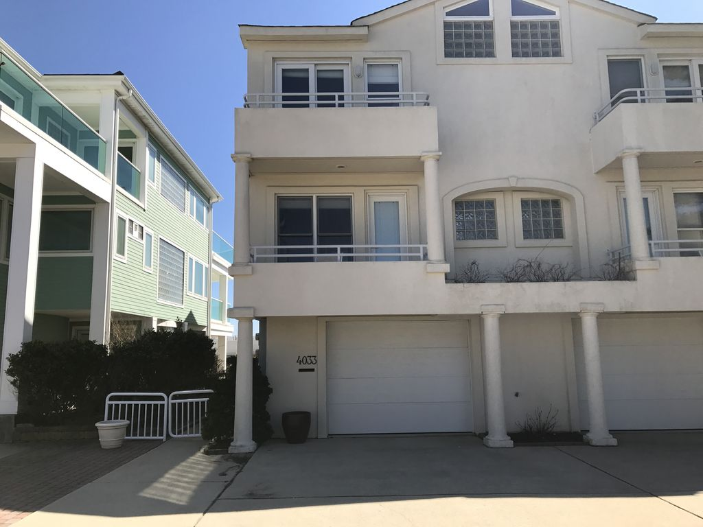 Oceanfront 5 bedroom 4 bathroom townhouse with spectacular for 5 bedroom townhouse