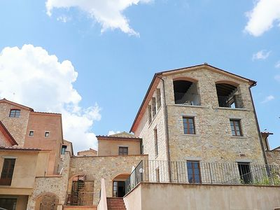 Photo for Beautiful family villa with terraces, garden, shared pool in Chianti