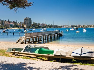 Photo for BALGOWLAH HEIGHTS, harbour front 'treehouse' on the beach.