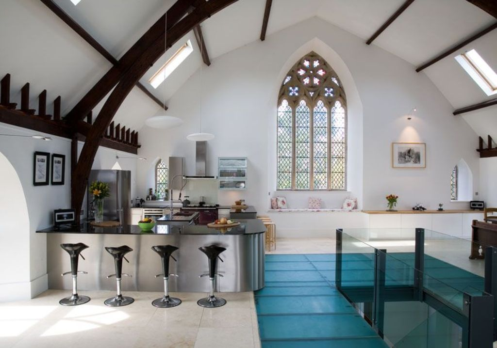 CAIRNS HOUSE, Kelso: CAIRNS HOUSE- five bedroom church conversion ...